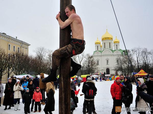Масленица с блинами и «калашами». Где в Петербурге веселее зиму провожать