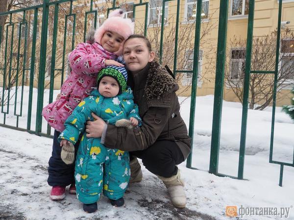 Глухая мама из Петербурга забрала из детдомов своих детей