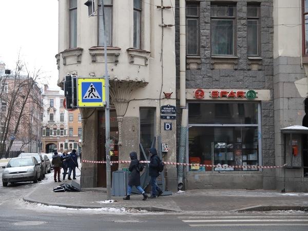 (Не)ожиданное в магазине SPAR. Жильцы дома на Петроградской ждали обрушения полтора года