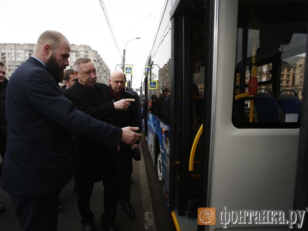 Беглов выпустил десяток электробусов на маршрут и прокатился на одном из них вместе с горожанами