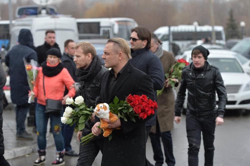 Аскольд Запашный (в центре)