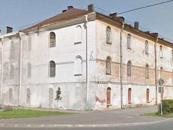 Шойгу не найдёт в Кронштадте «Образцовой казармы». На глазах военных и жителей разрушается памятник архитектуры XVIII века