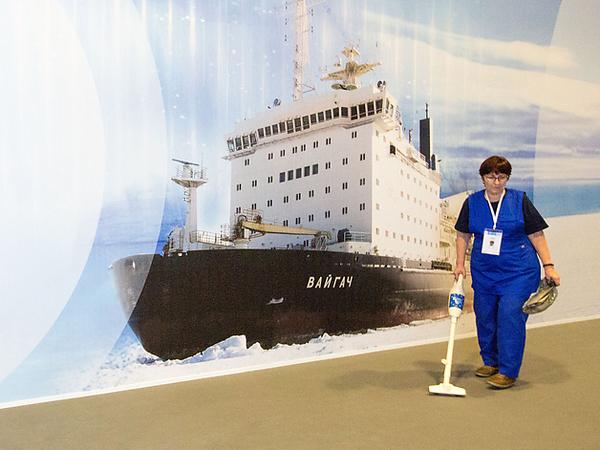 Стенды пустуют. Участники петербургского арктического форума опаздывают