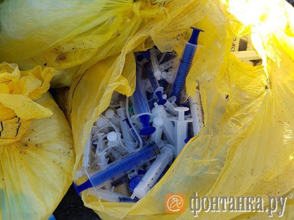 Полиция проследила, куда скидывают органы петербуржцев. В офисах бизнесменов ищут документы, со свалок мешками изымают медотходы