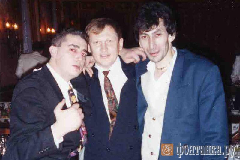 Сухумский (справа) и осужденный за убийство Галины Старовойтовой Глущенко (в центре)