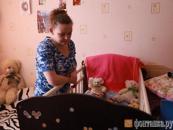 «Придуриваешься, все ты слышишь»: в Петербурге у глухой матери забрали двоих детей