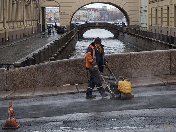 Смольный заказывает ремонт 109 улиц за 4,1 млрд рублей. Из них только 3 есть на карте «убитых дорог Петербурга» читателей «Фонтанки»