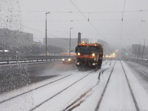 «На дороге прям лёд-лёд»: автомобилисты заметили зиму, а «Яндекс.Пробки» – нет