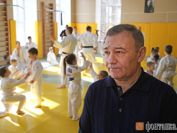 Аркадий Ротенберг пришел на тренировку маленьких дзюдоистов в Петербурге без кимоно
