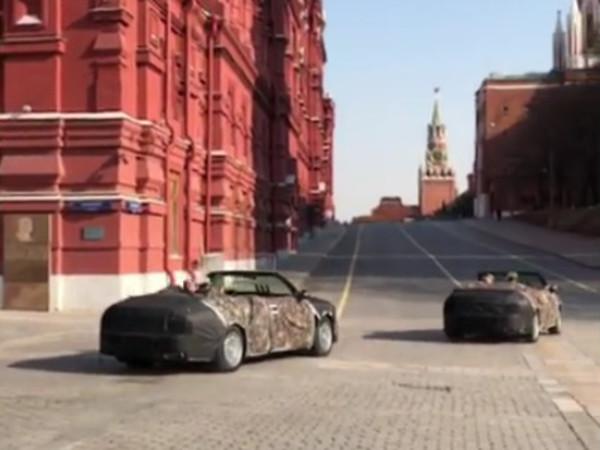 Фуражки над камуфляжем. На репетиции Парада Победы засняли Aurus-кабриолет в «пальто»
