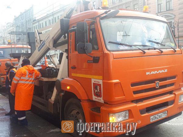 Как похорошел Петербург благодаря Собянину: москвичи отмывают центр нашего города от грязи