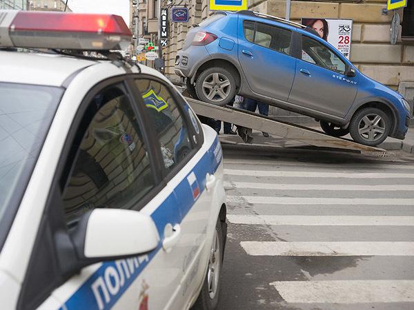 Парковочное возмездие. Милонов собирается реформировать систему принудительной эвакуации