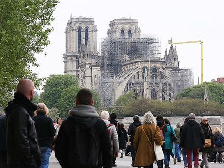 Сколько вешать в Нотр-Дамах? Как потратить в Петербурге 1 млрд евро, собранный для парижского собора