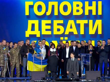 Как российские СМИ освещали дебаты на Украине. «Сторонников у бедного Зеленского кот наплакал, зато Петро нагнал несколько автобусов»