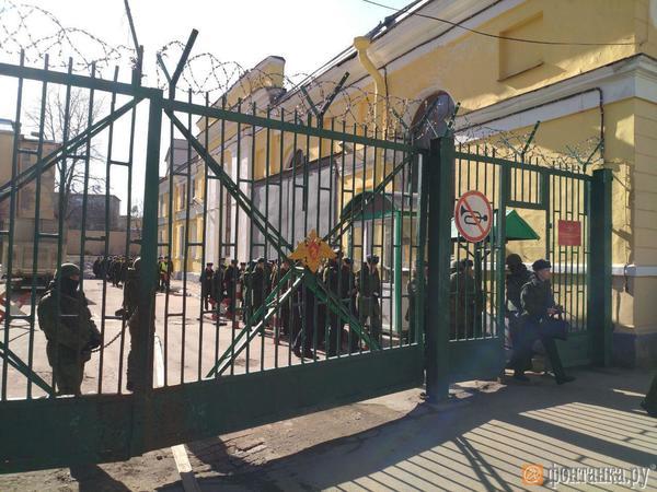В Академии имени Можайского прогремел взрыв. По предварительной информации, пострадали как минимум двое человек