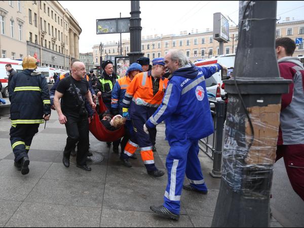«На улице смеются вслед, а обвиняемые в зале». Выжившие в теракте в петербургском метро рассказывают, как живут с этим два года