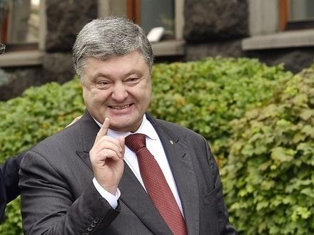 «А завтра, в 7-22, я буду в Борисполе сидеть в самолёте». В соцсетях украинцы прощаются с Порошенко