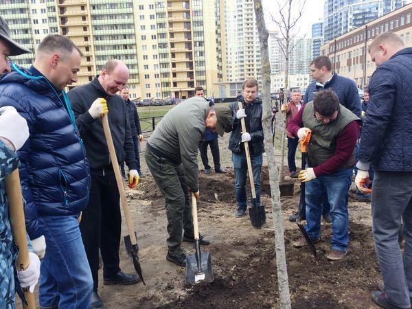 ГК «Полис Групп» приняла участие в уборке и озеленении Мурино