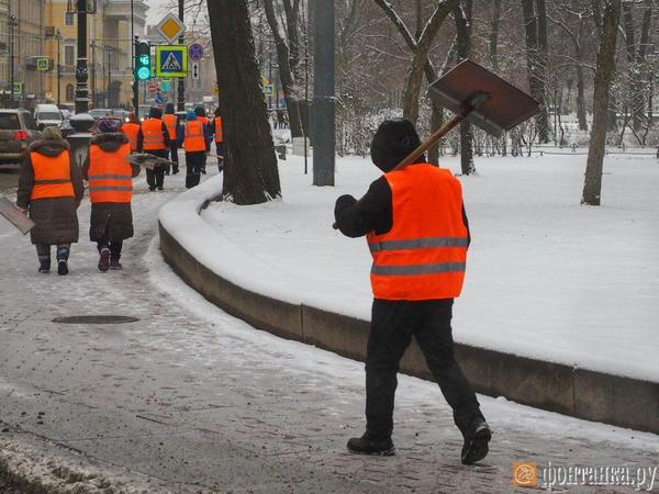 Перегнули лопату. Бизнес обвинил Смольный в превышении полномочий в борьбе со снегом