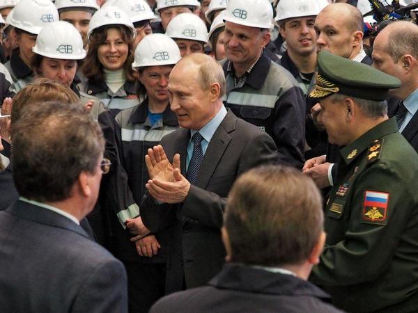 Кого Путин поставил на голову в Петербурге