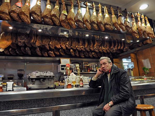 Хамон не пройдет. Россиянам хотят запретить привозить из-за границы деликатесные продукты