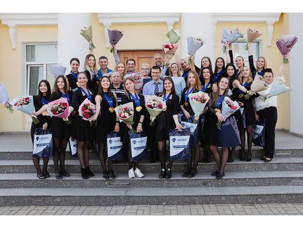 ИСГ «МАВИС» поздравила команду «Парадиз» с чемпионским титулом