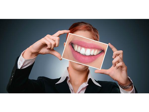 Белоснежная улыбка с приятной скидкой 50%