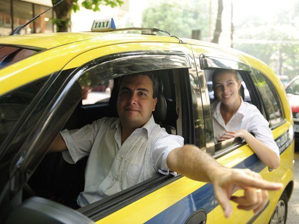 Лучшие водители получат «платину» от Яндекс.Такси: сервис поощрит за вежливость и профессионализм