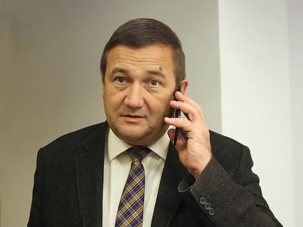 «И каждый раз я подскакивал, думая, что звонит начальство». Из-за долга подчиненной главу комитета по культуре Петербурга осаждают коллекторы