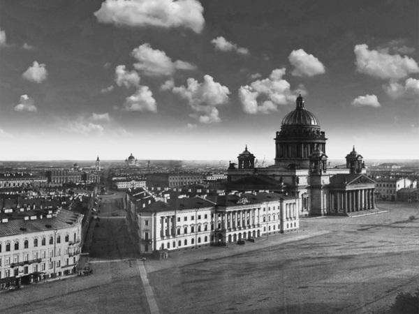 Фотограф создал интерактивную панораму Петербурга 1861 года. Со шпиля Адмиралтейства видно весь город