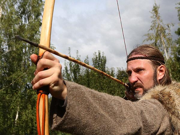 Робин Гуд пошел за валежником: кто и как охотится с луком в России