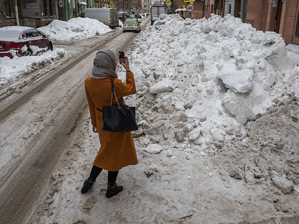 «Странно, что не дождались июня»: Смольный начал отчитываться об успешной уборке снега по январским жалобам горожан