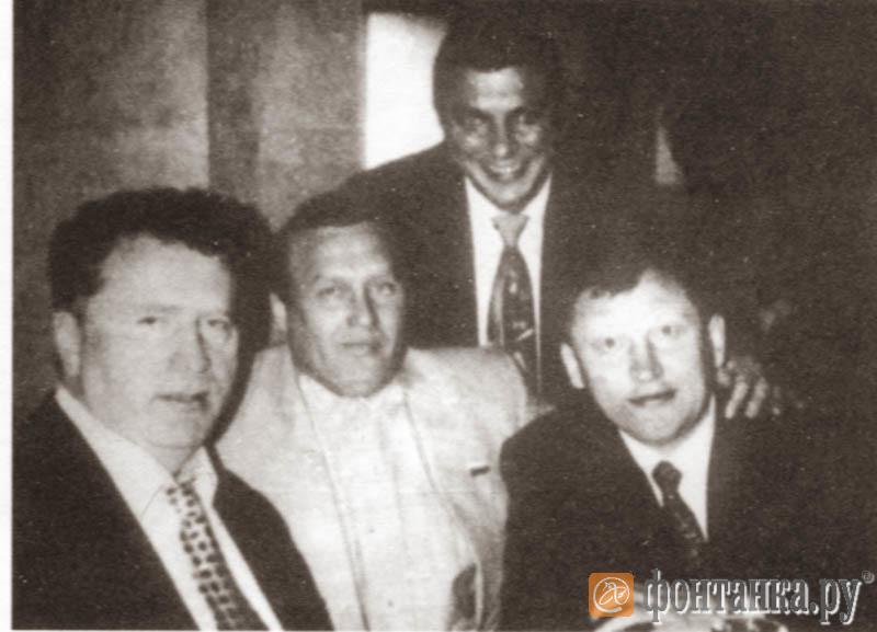 """Владимир Жириновский в окружении """"тамбовских"""" (слева направо) Ефим (арестован), Пучеглазый (убит), Хохол (осужден)"""