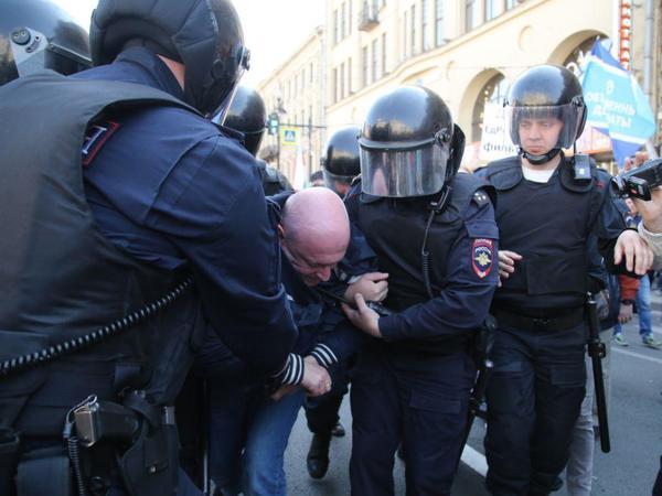 Депутата Максима Резника задержали на первомайской демонстрации