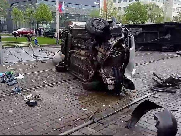 Синхронный пируэт. Авария на Бухарестской попала на видео