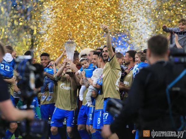 «Зениту» вручили кубок чемпионов РПЛ. Клуб получил его на вечное хранение