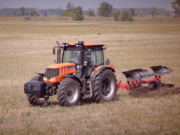 Тракторы увязли в черноземе. Петербургский завод в Тамбовской области под угрозой банкротства