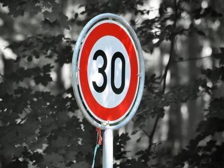 Хельсинки снижает лимит скорости в жилых зонах и центре до 30 км/ч