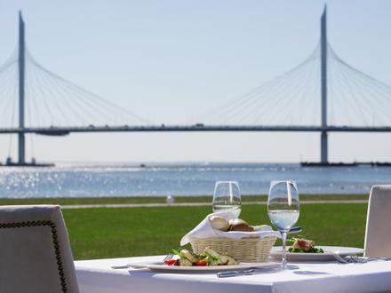 Новые вкусовые решения в ресторане Royal Beach на Крестовском острове