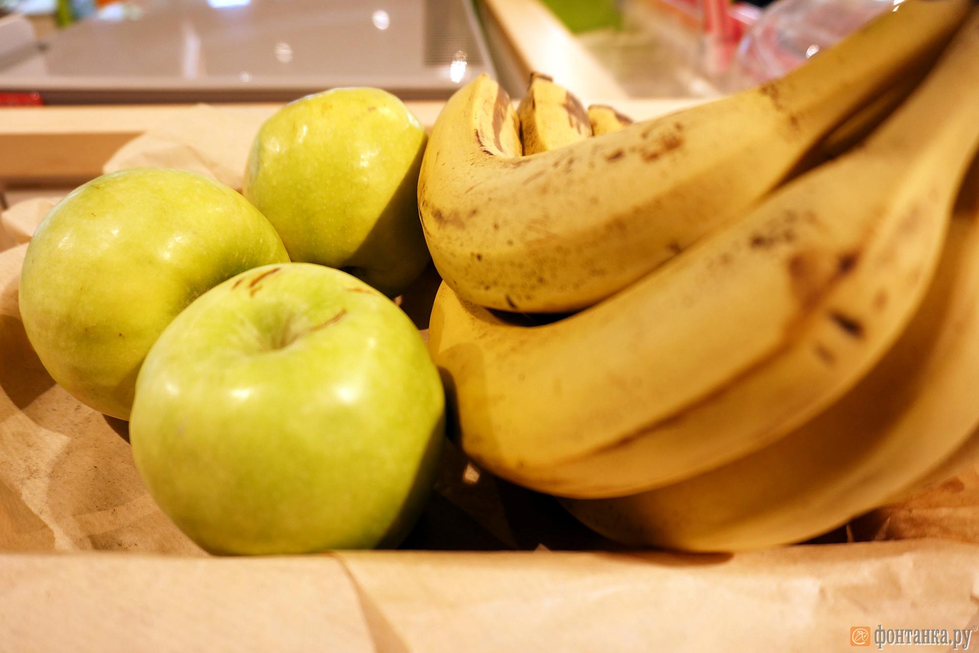 Свежие фрукты и овощи привозят на АЗС отдельно