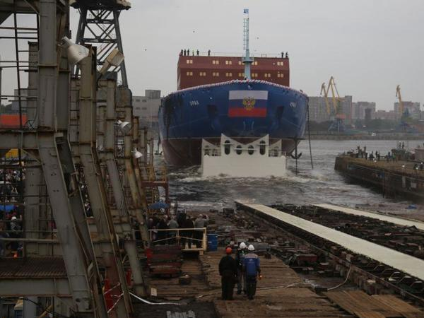 В Петербурге спустили на воду атомный ледокол «Урал». Бутылку о борт разбивала глава ЦБ Набиуллина