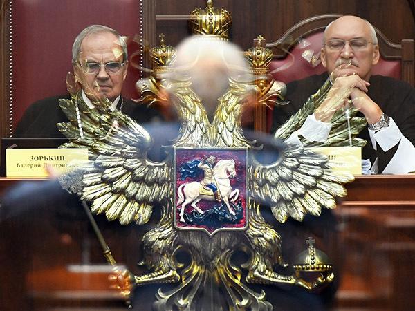 Эксцесс власти. В Конституционном суде заступились за организаторов митингов, но изъянов в законе не нашли