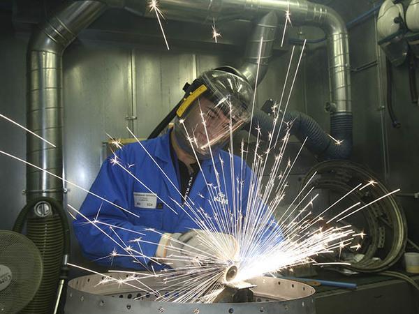 Трудоднями не вышли. Петербургский завод военных авиаприборов начал экономить на рабочих