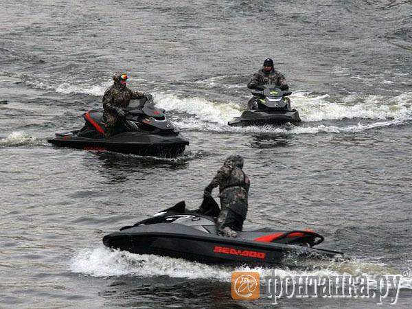 Гидроциклистов соберут в стаю. В Петербурге появился аналог «Ночных волков» для аквабайкеров