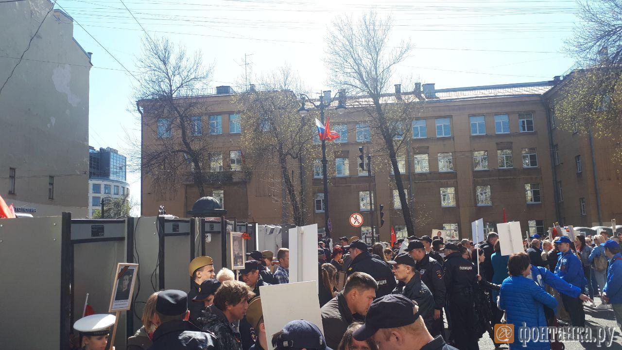 На площади Восстания готовится к началу шествия колонна «Бессмертного полка» (Иллюстрация 1 из 3) (Фото: