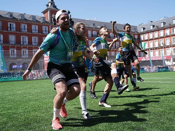 Как подружить юных футболистов из 57 стран