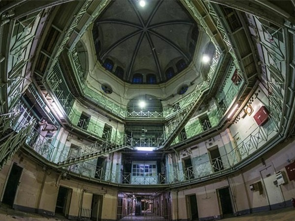 """""""Идея проникнуть в тюрьму казалась несколько абсурдной"""". Блогер из столицы прогулялась по старым """"Крестам"""""""