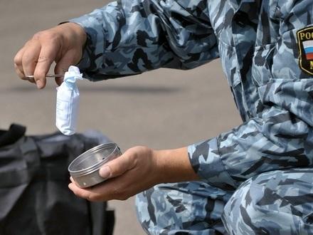 Сколько полицейских отвечают перед законом за подброс наркотиков? Всего несколько десятков в год