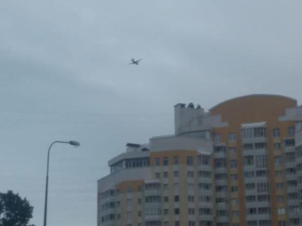 В Сестрорецке больше двух часов наблюдали манёвры военных самолётов. Это не для дня ВМФ