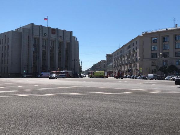 Чиновников Ленобласти закоротило в Петербурге. К правительству прислали спасателей и врачей